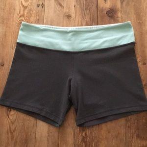 Lululemon Boogie Coal/Mint reversible shorts
